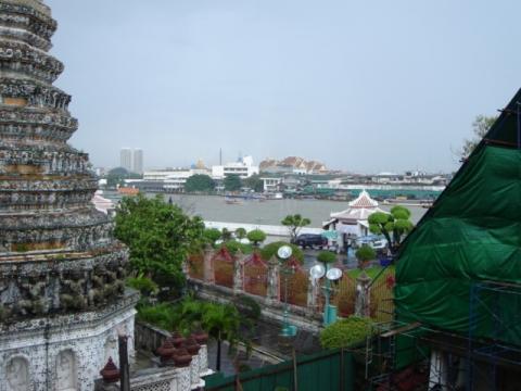 Blick vom Wat Arun Richtung Königspalast - (Asien, Sehenswürdigkeiten, Thailand)
