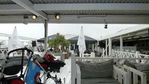 Genügend möglichkeiten um mit schönen Wetter auch Trocken draussen sitzen zu können - (Niederlande, Holland, Den Haag)