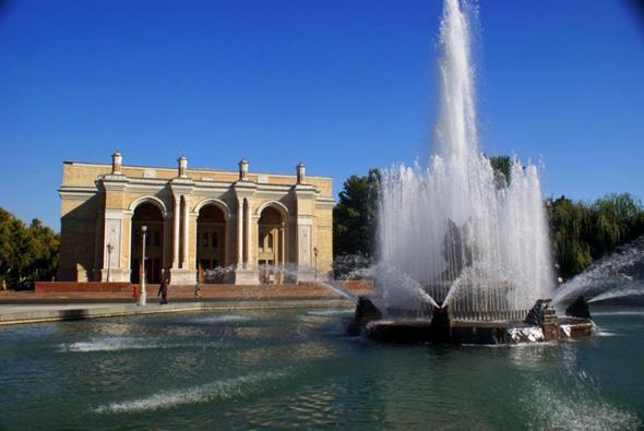 Navoi Theater - (Sehenswürdigkeiten, Unterkunft, Usbekistan)