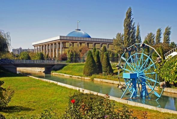 Alisher Navoiy Park und Parlament - (Sehenswürdigkeiten, Unterkunft, Usbekistan)