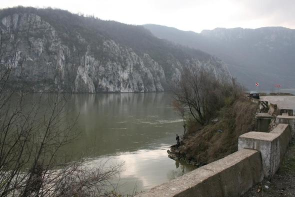 An der Donau bei Dubova - (Wandern, Rumänien, Fruehjahr)