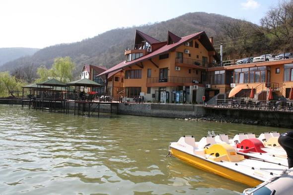 Bootstour (Tretboot) auf der Donau bei Dubova - (Wandern, Rumänien, Fruehjahr)
