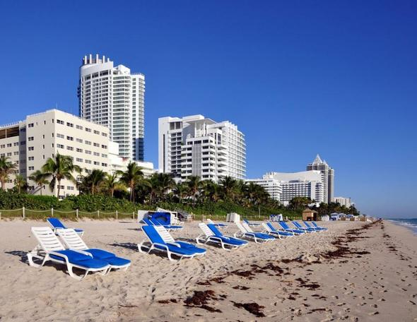 Links das Holiday Inn Miami Beach Oceanfront - (USA, Hotel, Strand)