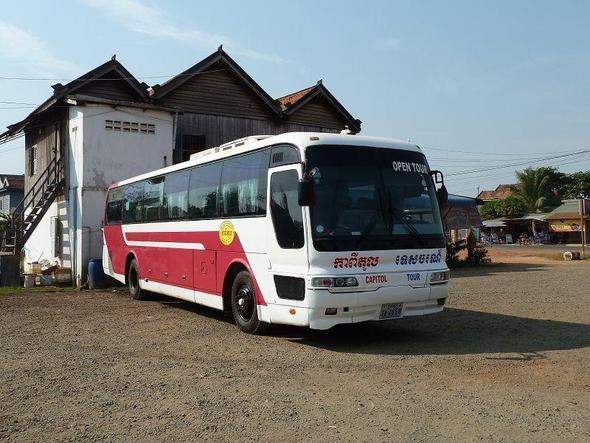 """"""" CAPITOL TOUR """" unser recht gepflegter Reisebus. - (Asien, Bus, Kambodscha)"""