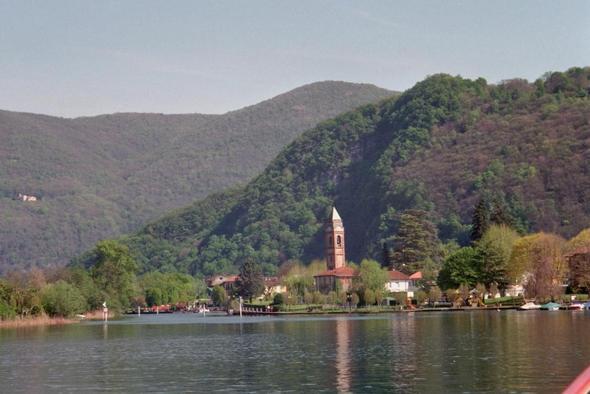 Engstelle im See bei Ponte Tresa - (Italien, Boot, Motorboot)