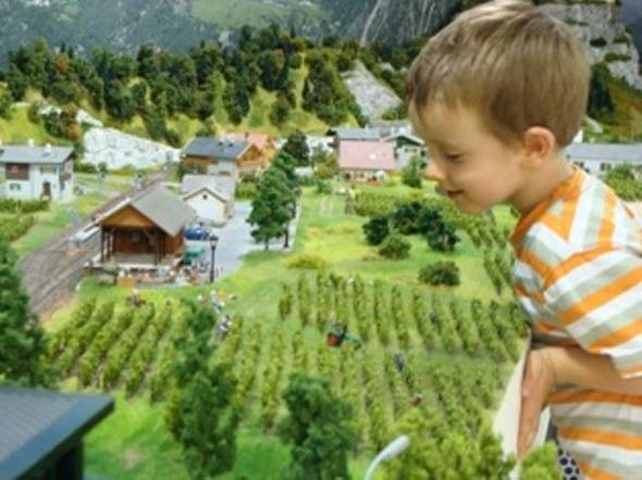 Eisenbahnwelt und Südtirol in Miniatur - (Kultur, Sport, Familienurlaub)