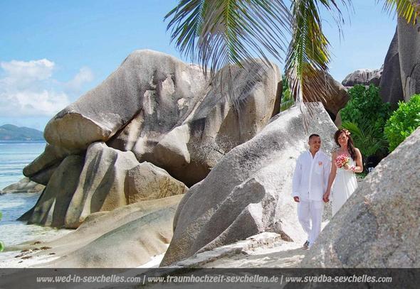 "Brautpaar an der ""Source d'Argent"", La Digue, Seychellen - (Urlaub, Reiseziel, Familie)"