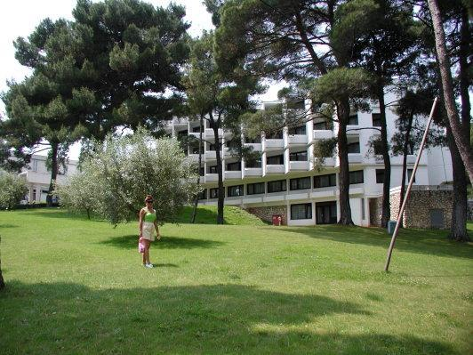 Park vor dem Hotel Parentium - (Europa, Kroatien, Urlaub am Meer)