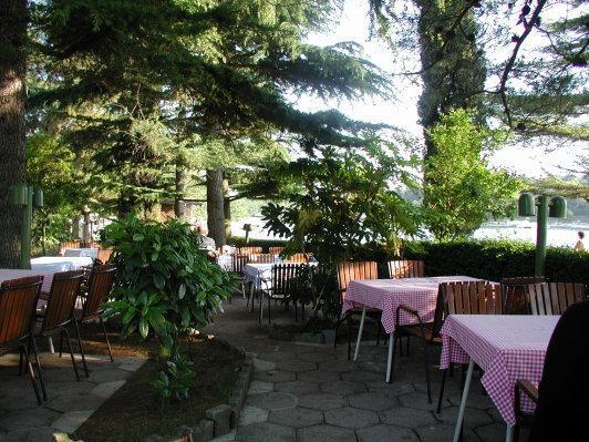 empfehlenswertes Restaurant südlich des Hotels (traumhafter Garten) - (Europa, Kroatien, Urlaub am Meer)