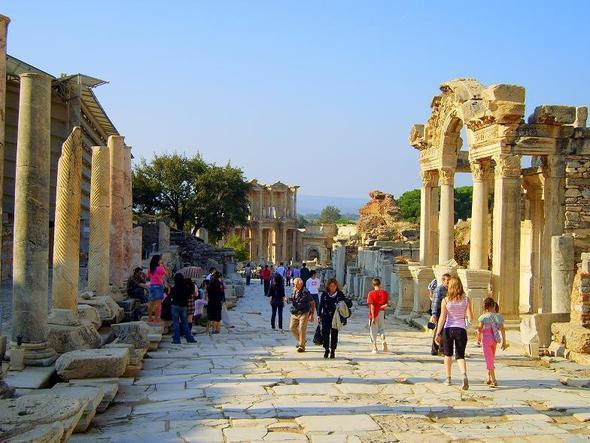 Ephesos - Kuretenstrasse mit Hadrianstempel - (Italien, Reiseziel, Türkei)