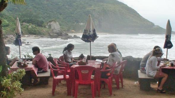 Terrasse des Lokals in der Bucht von Prainha - (Restaurant, Brasilien, Rio de Janeiro)