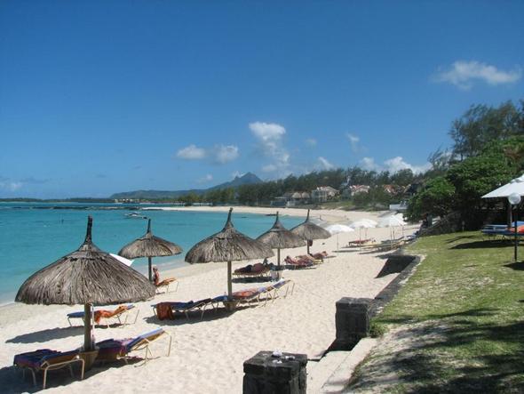 Strand vor dem Hotel - (Strand, Badeurlaub, Mauritius)