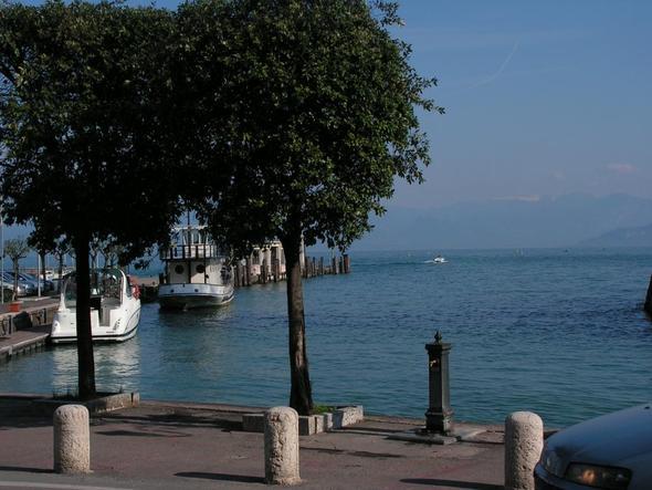 Am Hafen in Peschiera del Garda - (Europa, Italien, Reiseziel)