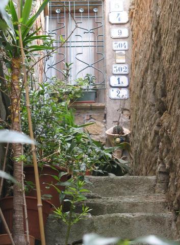 Seitenblick in den Gässchen von Volterra. - (Italien, Sehenswürdigkeiten, Reiseziel)