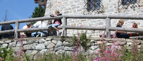Terrasse vor dem Lusen-Schutzhaus. - (Deutschland, Bayern, Nationalpark)
