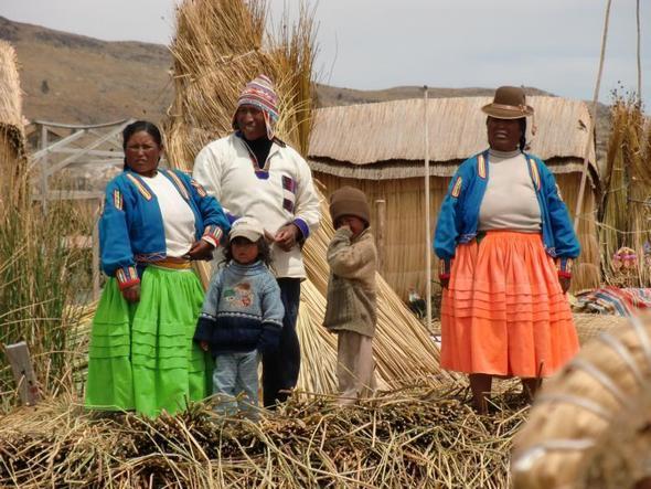 Uro-Familie - (Südamerika, Rundreise, Peru)