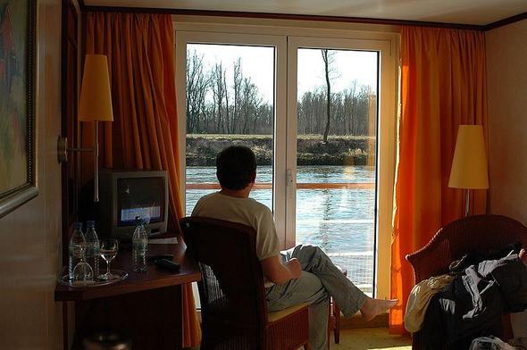 Donau aus Kabinensicht - (Kreuzfahrt, AIDA, Kabine)