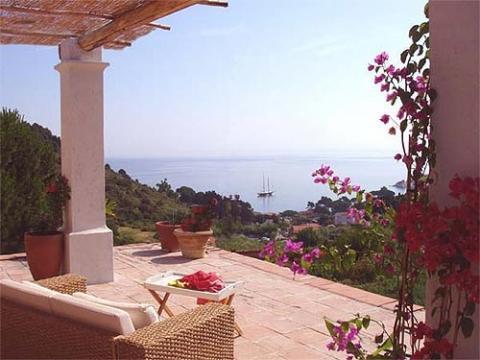 Ausblick auf die Bucht von Sant Andrea infos unter www.exklusiverholung.de - (Italien, Toskana, Wein)