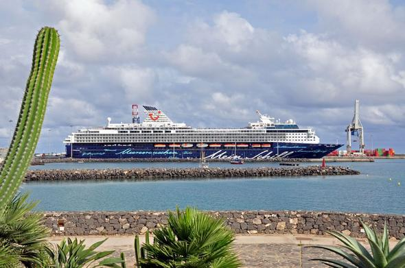 """""""Mein Schiff"""" - (Kreuzfahrt, Kreuzfahrtschiff, Mein Schiff Dubai)"""