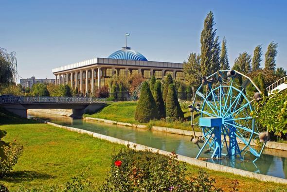 Navoiy Park und Parlament - (Städtereise, Informationen, Usbekistan)