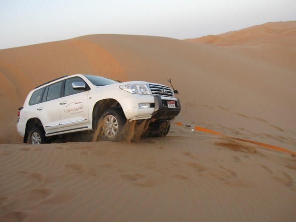 Kurz stecken geblieben (aber der zweite Wagen hat uns sofort gerettet) - (Dubai, Wüste, Emirates)