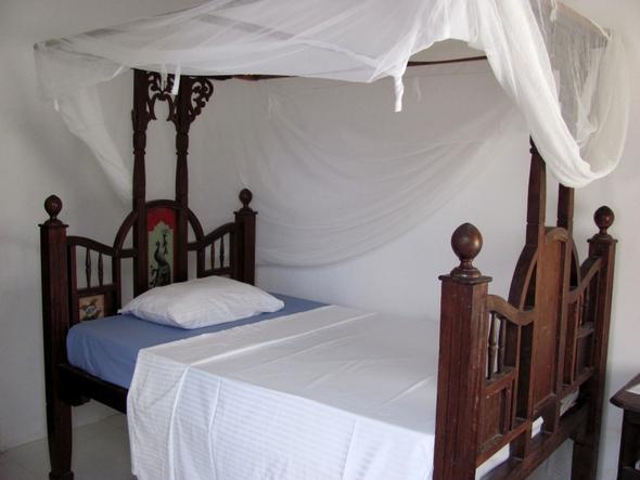 Himmelbett im Kiponda-Hotel - (Hotel, Strand, Ausflug)