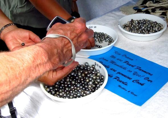 Perlen auf dem Markt in Rarotonga - (Insel, Kreuzfahrt, Besichtigung)