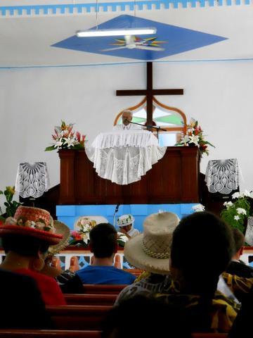 Gut behütet beim sonntäglichen Gottesdiensst - (Insel, Kreuzfahrt, Besichtigung)