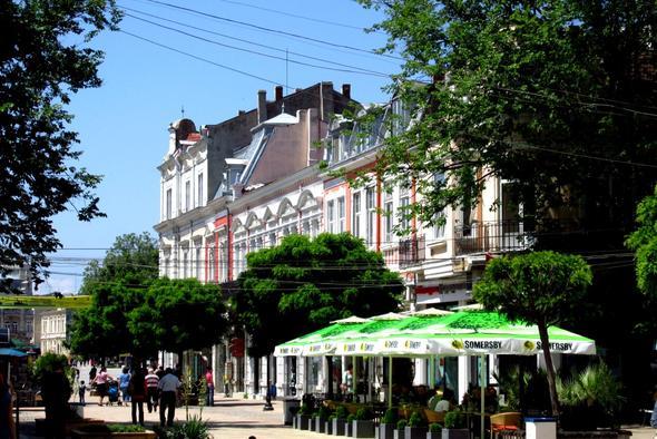 Häuserfront in der Fußgängerzone - (Europa, Rumänien, Bukarest)