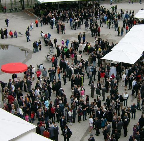 auf den festlichen Vorplatz von oben geschaut (20.07.2011) - (Europa, Österreich, Bregenz)