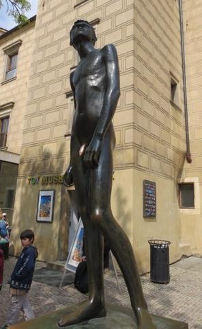 Statue am Ausgang - (Prag, Tschechische Republik, Eintritt)