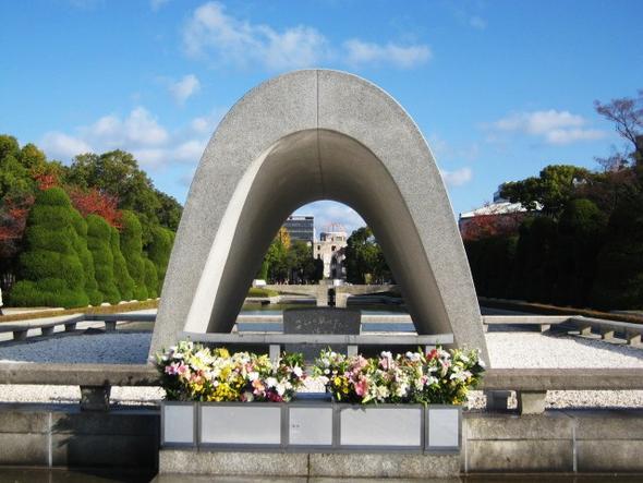 Mahnmal mit ewiger Flamme - (Asien, Japan, Denkmal)