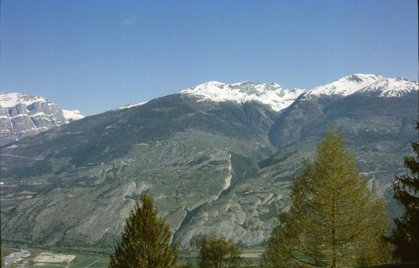 Blick von der Terrasse ins Rhonetal und auf die Berge - (Schweiz, Nationalpark, Tierbeobachtung)