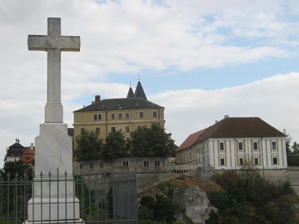 Altstadt von Veszprem von einem Aussichtspunkt jenseits der Mauern aus gesehen. - (Sehenswürdigkeiten, Ungarn, Tagesausflug)