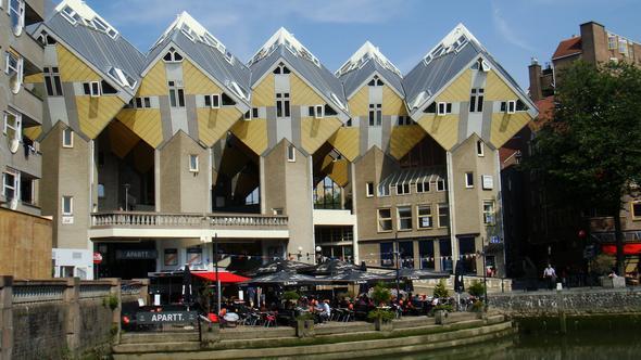 In diesen Würfeln ist die Jugenherberge Rotterdam eingemietet - (Deutschland, Europa, Jugendherberge)