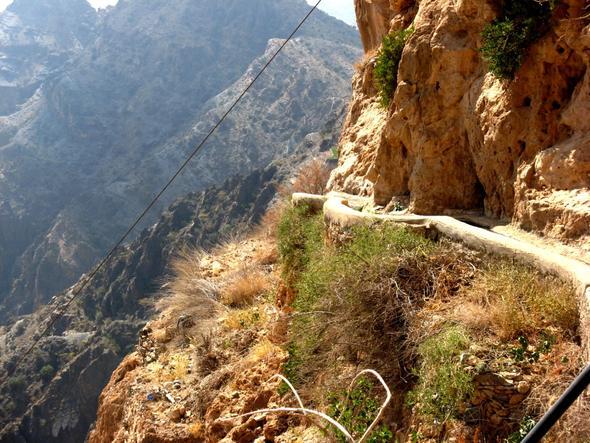 Am Abgrund entlang von Dorf zu Dorf - (Reiseveranstalter, Oman, Reiseleiter)