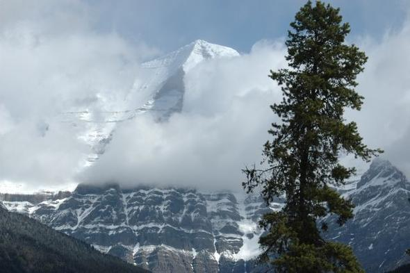 Der Mount Robson, höchster Berg der Rockies - (Kanada, Straßenverhältnisse im Oktober)