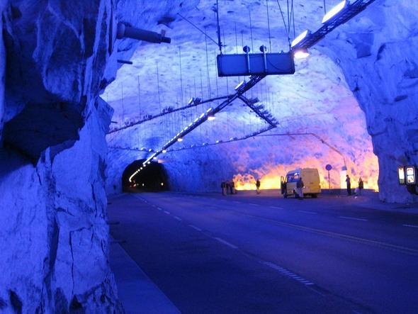 Lardaltunnel - (Europa, Autofahren, Tunnel)