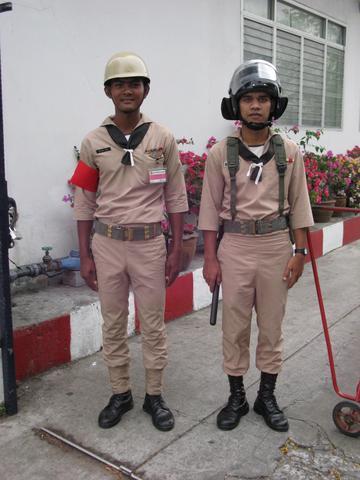 Militärs - (Thailand, Bangkok, alleine)