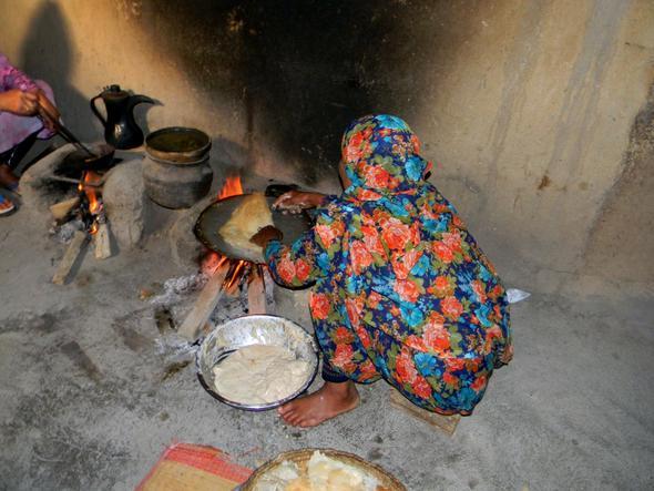 Kaffee und Brot für die Gäste - (Tourismus, Oman, Arabien)