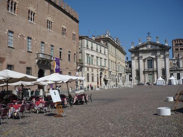 Piazza Sordello, im Hintergrund der Dom - (Europa, Italien, Sehenswürdigkeiten)
