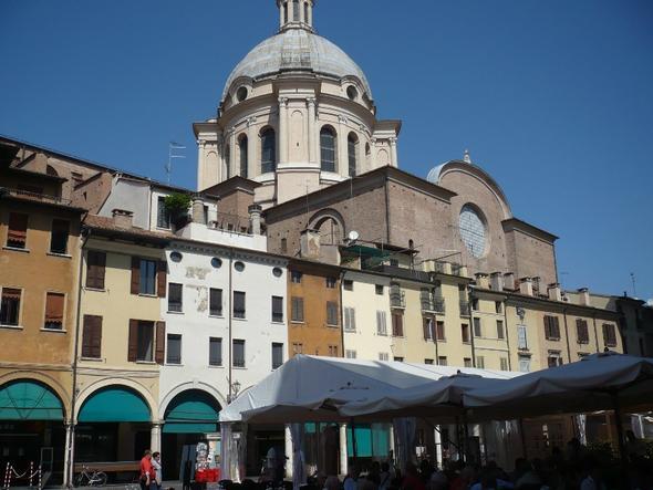 Piazza delle Erbe vor der Basilica Sant Andrea - (Europa, Italien, Sehenswürdigkeiten)