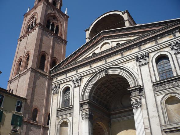 Der Eingang zur Basilica Sant Andrea - (Europa, Italien, Sehenswürdigkeiten)