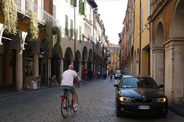 Arkaden in der Innenstadt - (Europa, Italien, Sehenswürdigkeiten)