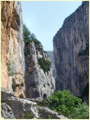 Felswand Escalès - (Frankreich, Wandern, Provence)
