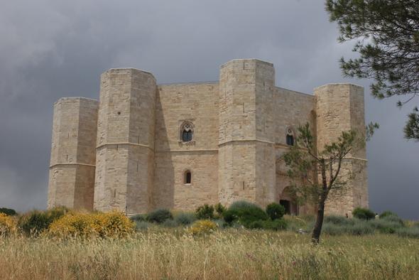 Castel del Monte - (Italien, bar, Apulien)