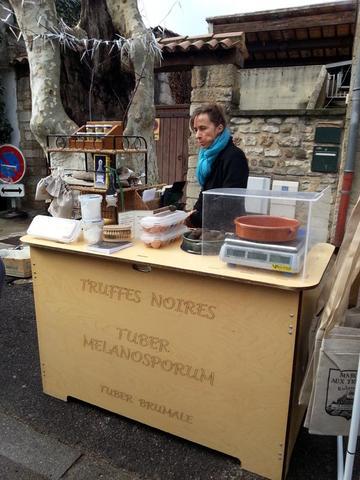 der offizielle Trüffelmarkt in Richerenches - (Europa, Italien, Frankreich)