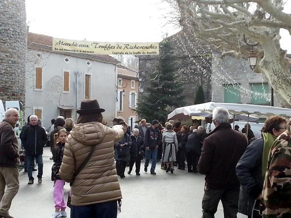 Trüffelmarkt in Richerenches - (Europa, Italien, Frankreich)