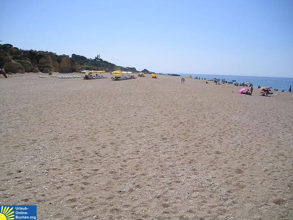 Strand in Albufeira im Juli - (Laos, Cala Ratjada, Alcudia)
