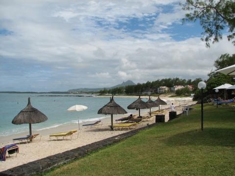am Strand vor dem Hotel - (Hotel, Unterkunft, Pension)